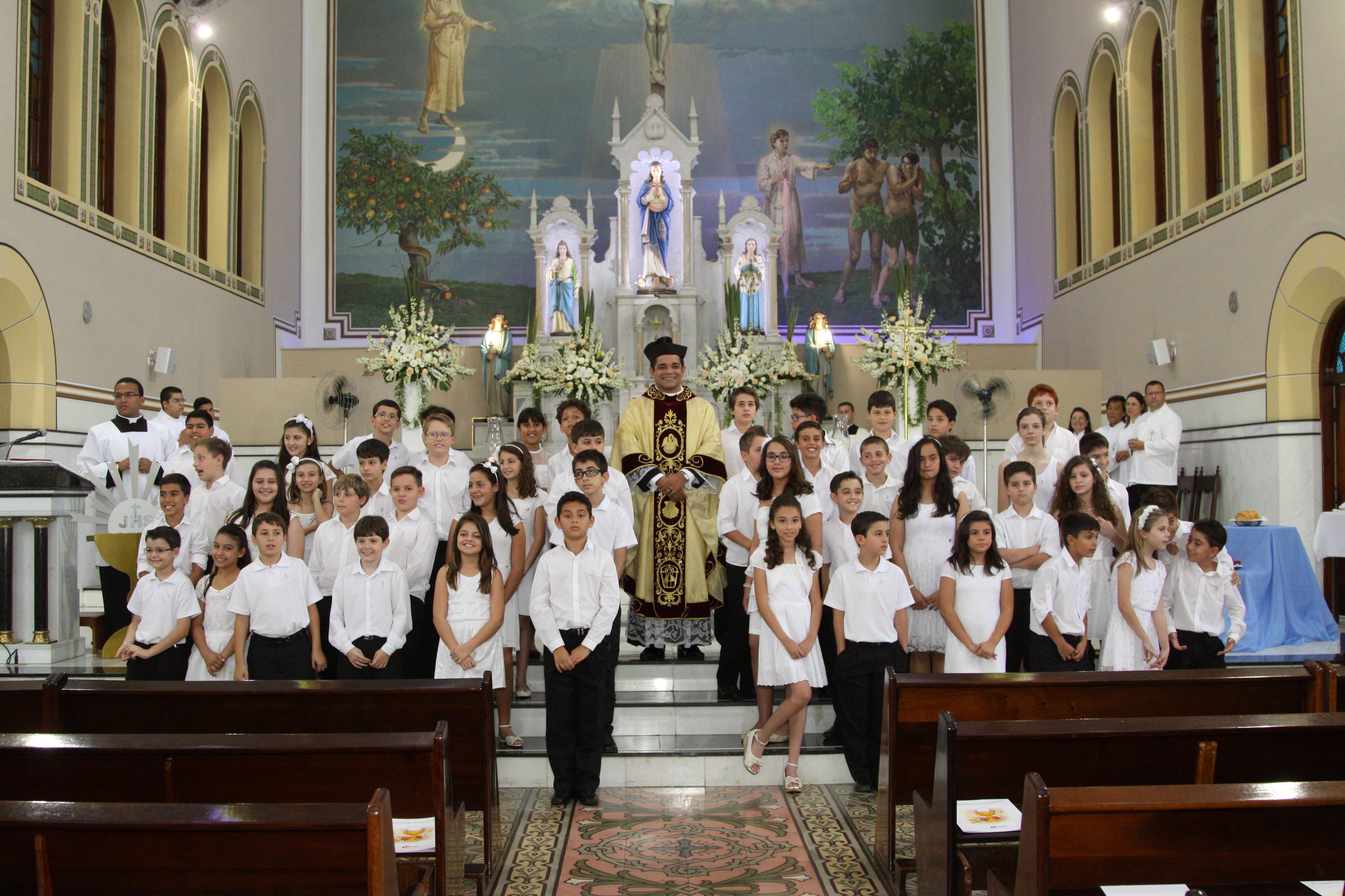 Primeira Eucaristia dos alunos do Colégio Divino Salvador de Jundiaí