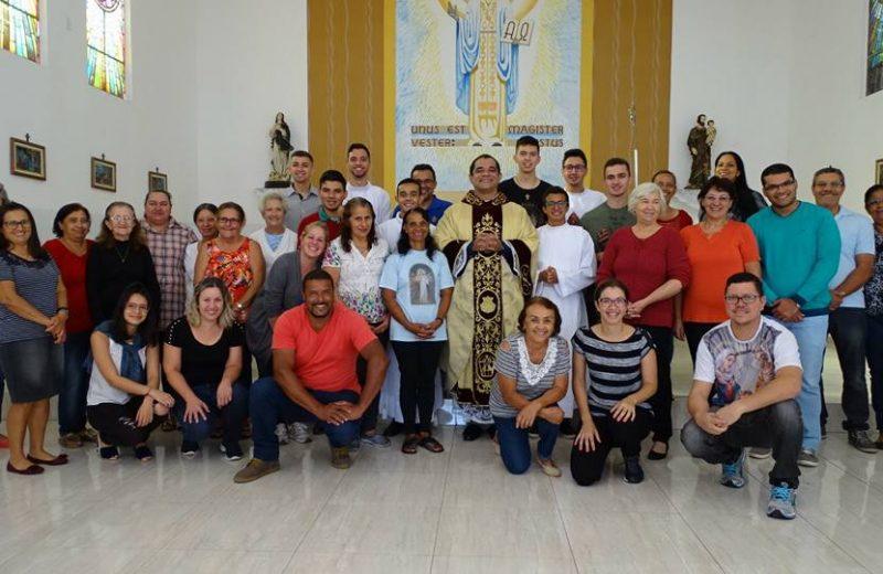 Comunidade se reúne em missa no Instituto São José em Várzea Paulista